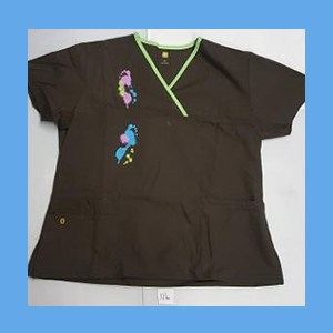 Wonder Wink Scrub Top Artsy Arch Paint Splash Chocolate/Green Apple Trim OVERSTOCK Scrubs Top Artsy Arch Paint Splash Chocolate/Green Apple Trim